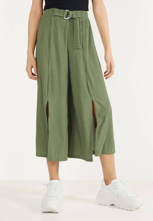 MIT WEITEM BEIN - Pantalon classique - green