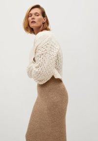 Mango - TALDORA - Pencil skirt - marron moyen - 3