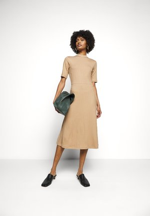 HONOR - Jersey dress - camel