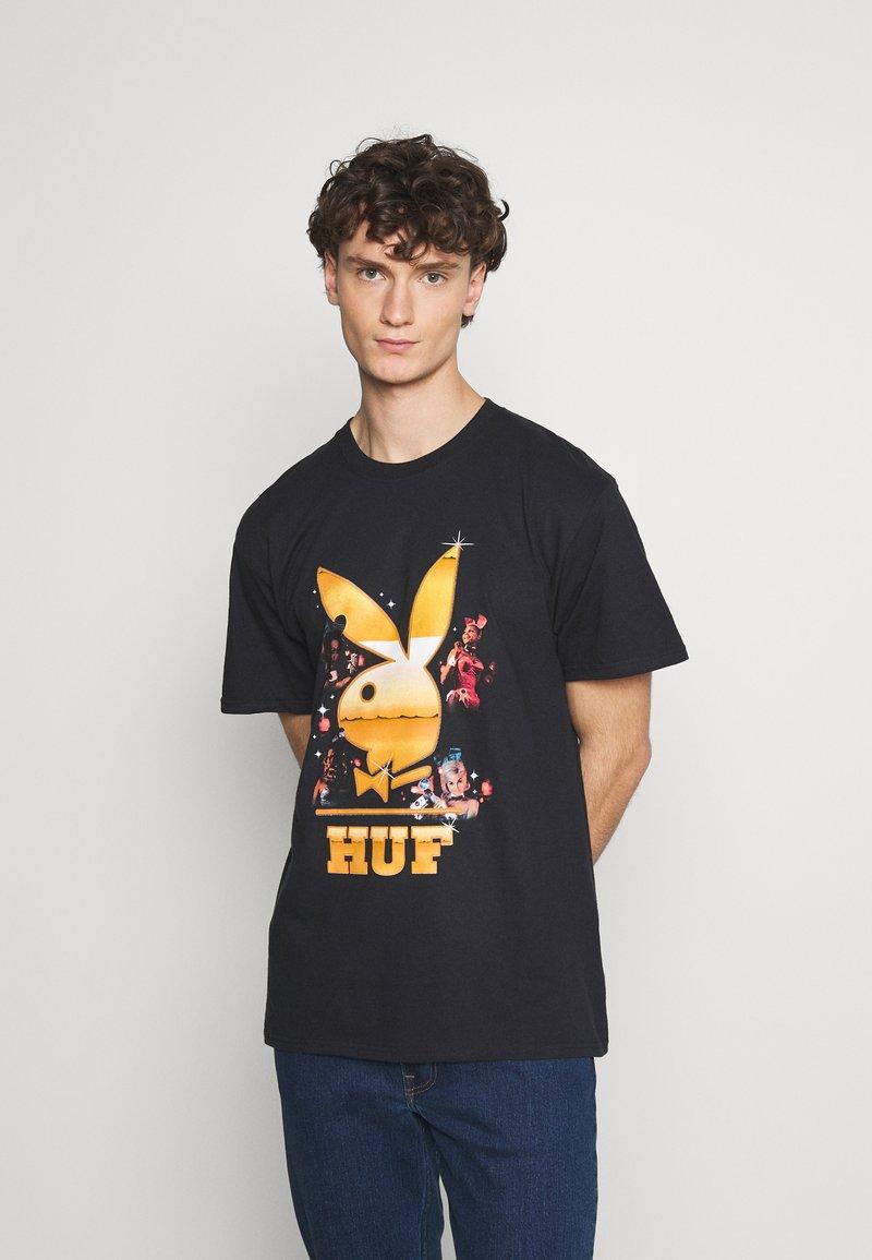 HUF - PLAYBOY CLUB TOUR TEE - Camiseta estampada - black