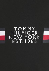 Tommy Hilfiger - CORP SPLIT TEE - T-shirt con stampa - black - 5