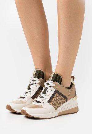 GEORGIE TRAINER - Baskets basses - pale gold
