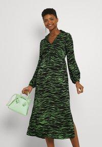 Vero Moda - VMMELLA COLLAR DRESS - Maxi dress - black - 3