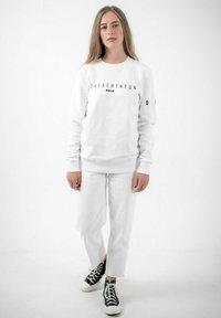 PLUSVIERNEUN - MÜNCHEN - Sweatshirt - white - 1