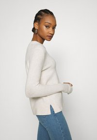 Calvin Klein - FLUFFY CREW NECK  - Svetr - pale taupe melange - 3