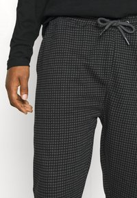 Nominal - MINI CHECK TROUSER - Trousers - black - 3