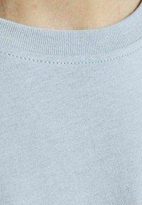 Jack & Jones - Print T-shirt - dusty blue - 4