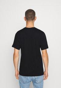 Nike Sportswear - TEE PREHEAT AIR - Camiseta estampada - black - 2