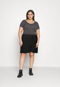 Vero Moda Curve - VMCITA BOBBLE WRAP SKIRT CURVE - Mini skirt - black - 1