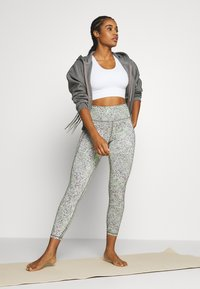 Sweaty Betty - SUPER SCULPT CROPPED YOGA LEGGINGS - Legging - green alert - 1