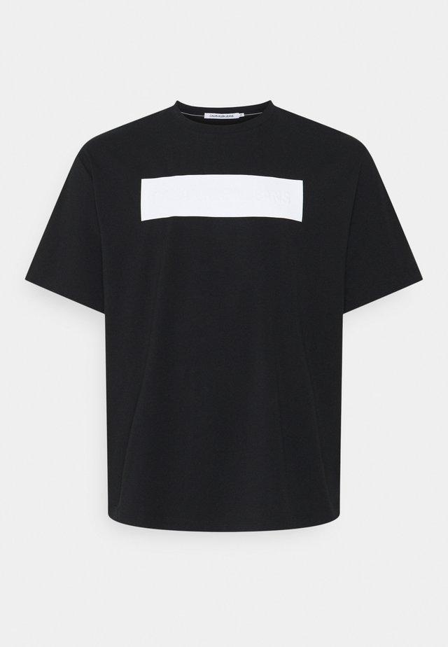 BLOCKING LOGO TEE - Print T-shirt - black