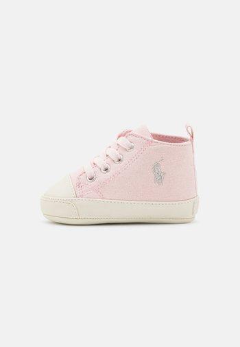 HAMPTYN LAYETTE - First shoes - light pink/cream