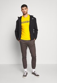 Napapijri - SOLANOS - T-shirt med print - mango yellow - 1