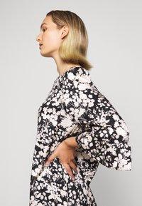 Rebecca Minkoff - FEDERICA DRESS - Denní šaty - black/cream - 4