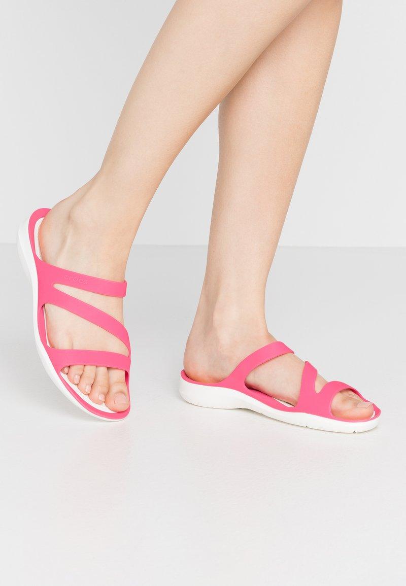 Crocs - SWIFTWATER - Sandały kąpielowe - paradise pink/white