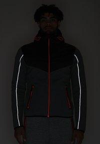 Superdry - GYM TECH CHEVRON HYBRID - Training jacket - urban grey heather - 5