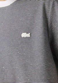 Lacoste - Print T-shirt - weiß / navy blau - 3