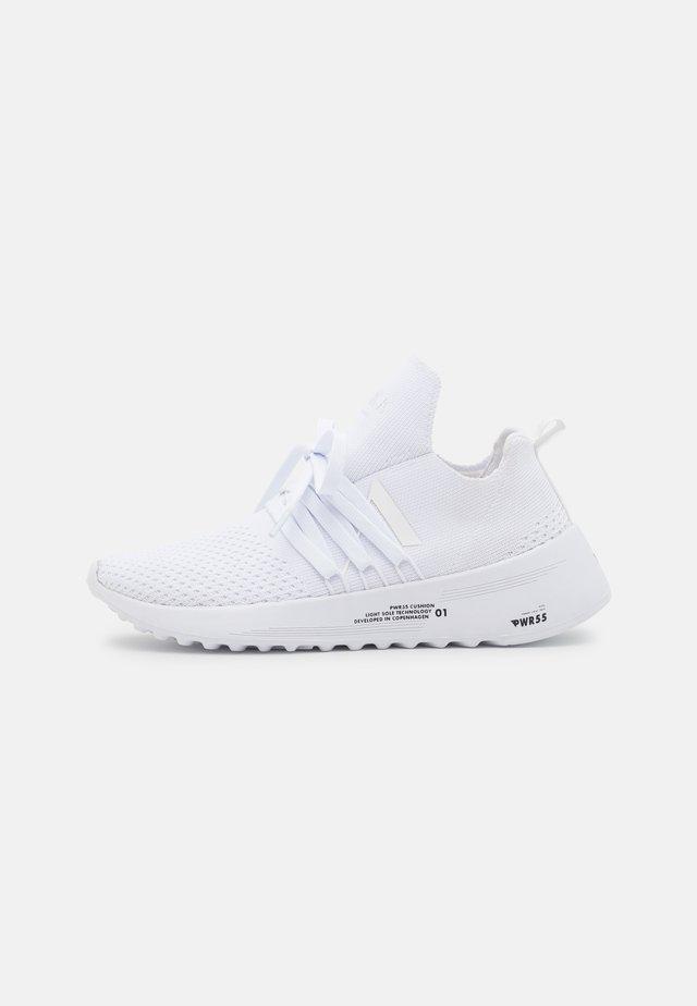 RAVEN FG 2.0 UNISEX - Sneakers - white