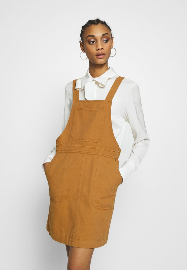 NMSOPHIE DUNGAREE DRESS - Day dress - brown sugar