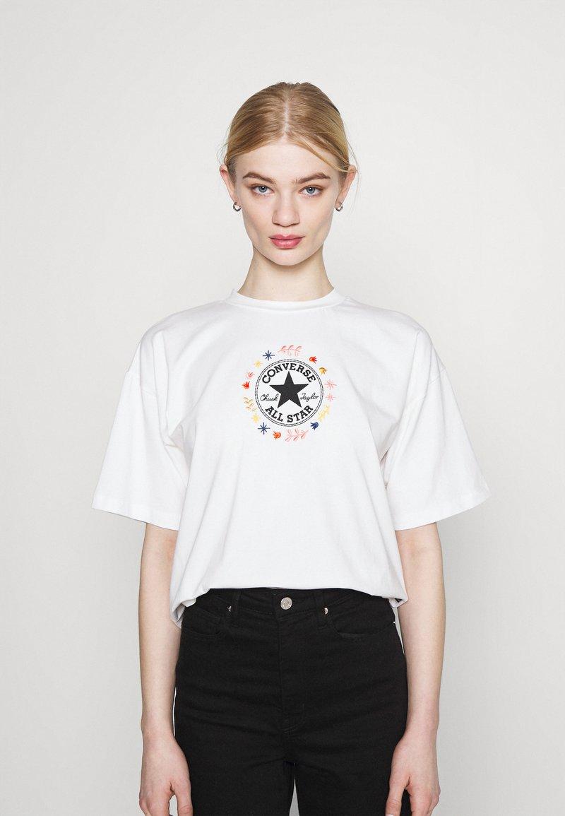 Converse - CHUCK WOMENS WANDER BOXY TEE - Print T-shirt - egret