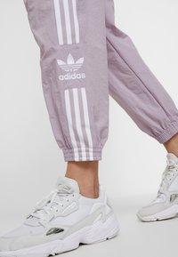 adidas Originals - LOCK UP ADICOLOR NYLON TRACK PANTS - Teplákové kalhoty - purple - 3