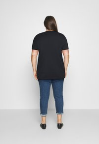 Tommy Hilfiger Curve - TEE REGULAR WOMEN UNITE  - Print T-shirt - desert sky - 2