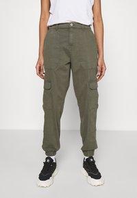 ONLY - ONLGIGI CARRA LIFE  - Pantalones cargo - kalamata - 0