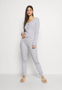 Anna Field - Spot onesie - Pyjamas - light grey/white - 0