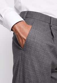 Isaac Dewhirst - STAND ALONE CHECK - Suit trousers - grey - 3