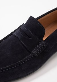 Selected Homme - SLHSERGIO PENNY DRIVE SHOE - Moccasins - dark navy - 5