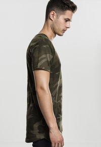 Urban Classics - Print T-shirt - olive - 3