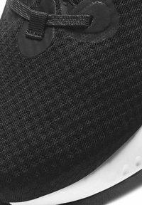 Nike Performance - RENEW RUN 2 - Neutrala löparskor - black/dark smoke grey/white - 7