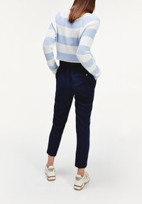 Tommy Hilfiger - TH ESS  - Trousers - desert sky - 2