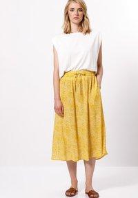 zero - MIT PRINT - A-line skirt - yellow curry - 1