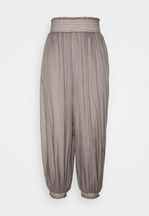 SASHAY MY WAY PANT SOLID - Pantalones deportivos - dark grey