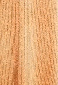 Holzweiler - GATE DRESS - Sukienka z dżerseju - peach orange - 5