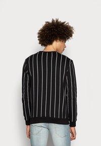 Kings Will Dream - CLIFTON WITH VERTICAL STRIPE - Sweatshirt - black - 2