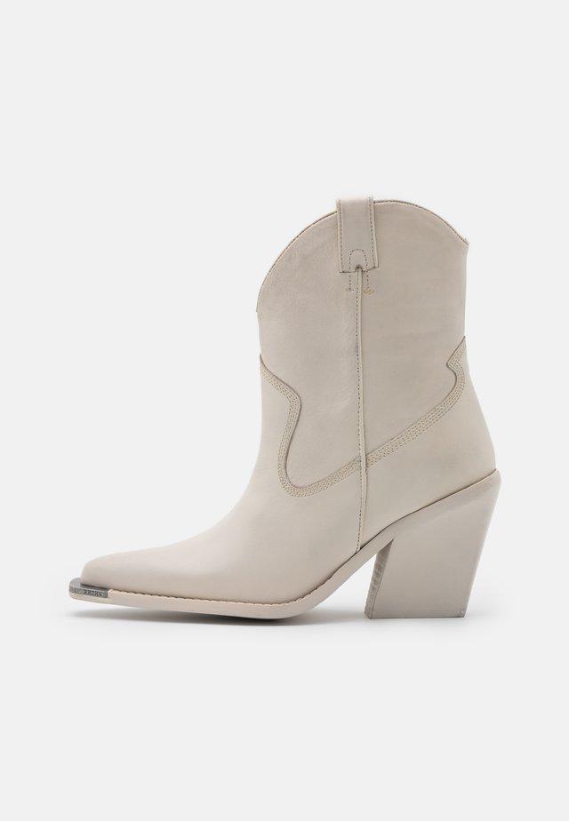 NEW KOLE - High Heel Stiefelette - offwhite