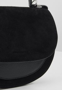 Coccinelle - SIRIO SADDLE - Across body bag - noir - 6
