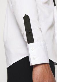 KARL LAGERFELD - MODERN FIT - Shirt - white - 4