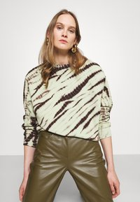 Proenza Schouler White Label - MODIFIED RAGLAN TIE DYE - Sweatshirt - spanish moss/grass - 4