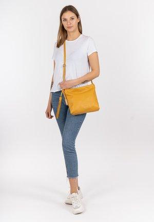 ELIANA - Käsilaukku - yellow