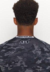 Under Armour - T-shirt imprimé - black - 3