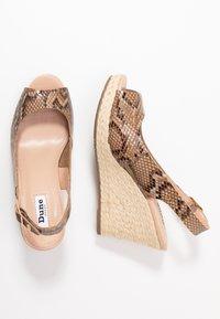 Dune London WIDE FIT - WIDE FIT KICKS  - Sandaler med høye hæler - natural - 3