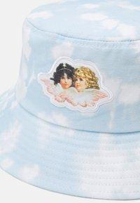 Fiorucci - CLOUD ANGELS BUCKET HAT UNISEX - Hat - blue - 2