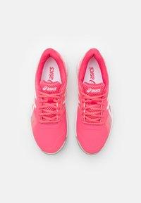 ASICS - GEL-GAME 8 - Scarpe da tennis per tutte le superfici - pink cameo/white - 3