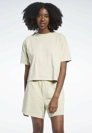 CLASSIC NATURAL DYE CROPPED FOUNDATION CASUAL - Camiseta estampada - beige