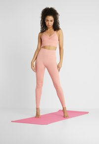 Nike Performance - STUDIO - Collants - pink quartz/guava ice - 1