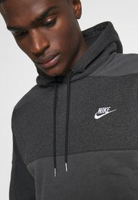 Nike Sportswear - HOODIE - Luvtröja - black heather/smoke grey/white - 4