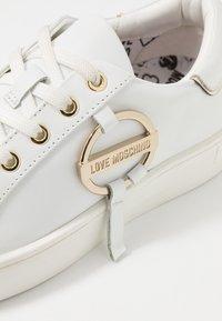 Love Moschino - DAILY LOVE - Trainers - white - 2